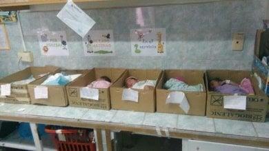 Venezuela, mancano le culle   foto   neonati nelle scatole di cartone