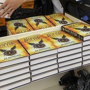 Harry Potter, l'attesa è finita: i lettori incontrano l'ex maghetto diventato papà