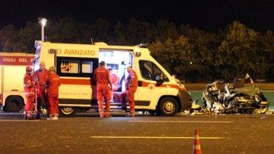 Camion piomba su un'auto sulla A4 morti due genitori, gravi tre bambini