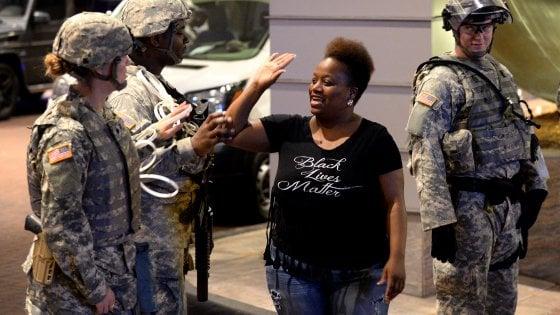 Usa, quarto giorno di protesta a Charlotte. Ritrovata pistola con impronte della vittima