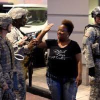 Usa, quarto giorno di protesta a Charlotte. Ritrovata pistola con impronte