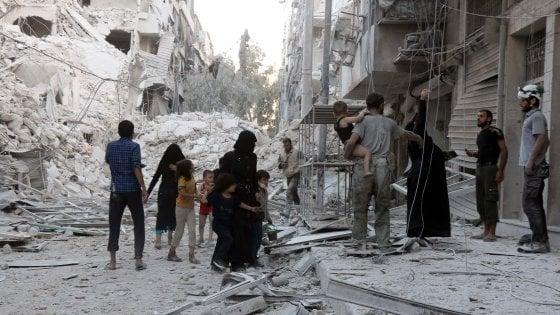 Siria, ancora bombe su Aleppo: 25 morti, molti bambini. Unicef: 2 milioni senza acqua e luce