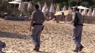 Cagnotto, i turisti 'prigionieri'  del matrimonio blindato