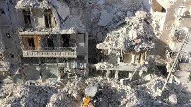 """Strage di bimbi ad  Aleppo     foto   -   video   Unicef: """" Due milioni senza acqua  e luce"""