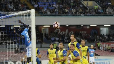 Juve gioca male ma con autogol Palermo ko    foto    Napoli secondo Chievo ko: 2-0