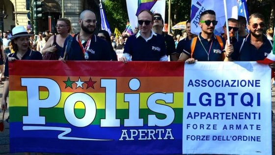 "La sfida dei gay in divisa: ""Stop all'omofobia, ultimo tabù in caserma"""