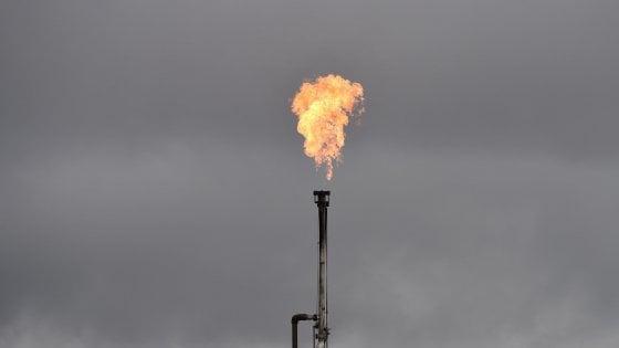 Mercati deboli, incertezze sul petrolio in vista degli incontri tra i produttori Opec