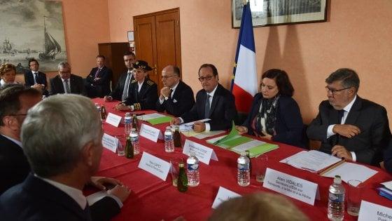 """Hollande in visita a Calais:"""" Il campo va smantellato"""""""