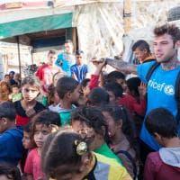 Il viaggio di Fedez tra i rifugiati, al confine con la Siria insieme a Unicef Italia