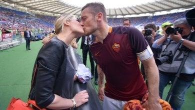 """I 40 anni di Totti, auguri e polemiche """"Capisco mia moglie, ma stimo Spalletti"""""""