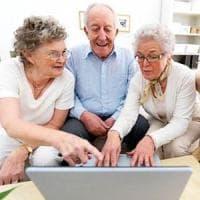 Nonni digitali: quando tuo nipote ti spiega come navigare sul web