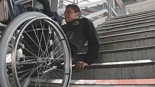 Troppi gli ostacoli nella metropoli  Ma i disabili non si danno per vinti