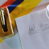 Colombia, camicie bianche e lacrime: governo e Farc firmano la pace