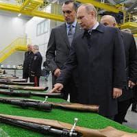 """La Russia è pronta a privatizzare il """"kalashnikov"""" per aggirare l'embargo"""