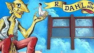 Sofia e il Ggg: nella scuola di Trani il murale dedicato a Roald Dahl