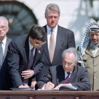 Shimon Peres, il lungo rapporto con Yasser Arafat fino al Nobel per la Pace