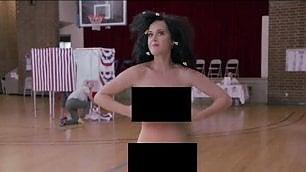 Katy Perry senza veli per Hillary   Arrestata (per finta) al seggio