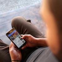 Il boom dello smartphone e di WhatsApp. Censis: tre italiani su quattro viaggiano su...