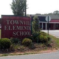 Usa, adolescente uccide il padre e poi ferisce tre persone in scuola elementare