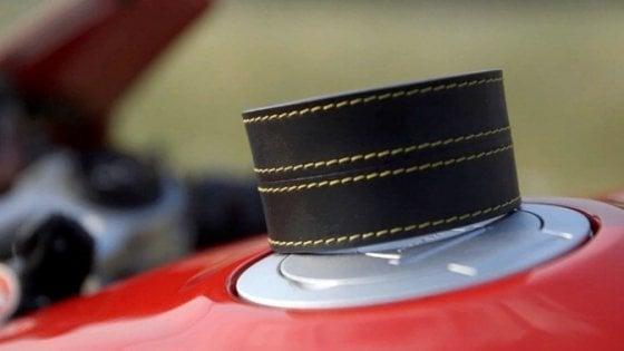 Woolf, il braccialetto che vibra a 150 metri dagli autovelox