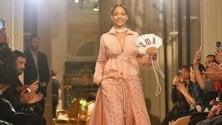 Parigi: Rihanna fa tutto da sola: stilista e modella per la sua linea