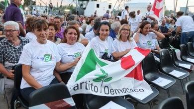 Referendum, Renzi: Si vince con voti della destra. Minoranza dem: così Pd perde anima ed elettori