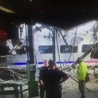 Treno di pendolari si schianta nel New Jersey.