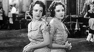 Daisy e Violet, le (vere) gemelle siamesi del cinema dietro al film 'Indivisibili'