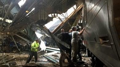 Treno pendolari deraglia in stazione   vd   un morto e 114 feriti nel New Jersey