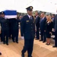 Peres, al via i funerali:
