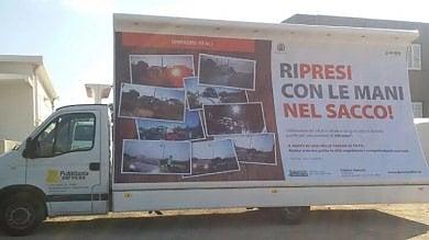 Olbia, la gogna per chi abbandona i rifiuti Le foto di chi sporca su un camion vela