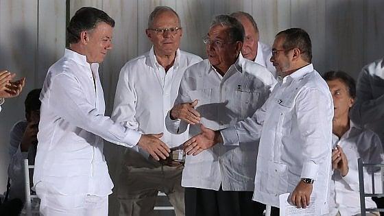 Nobel per la Pace, tra i favoriti il presidente colombiano e il leader delle Farc