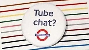 Una spilla per parlare nel metrò Ma l'idea non piace ai pendolari