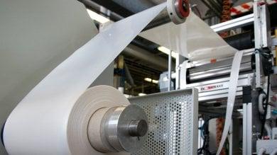 Novamont: 100 milioni per l'impianto che produce materiale chimico da zuccheri e batteri