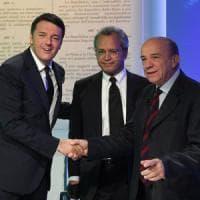"""Duello Renzi-Zagrebelsky su referendum. Il costituzionalista: """"Svolta oligarchica"""". Il..."""