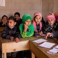 Beirut, cibo agli studenti libanesi e siriani tornati a scuola