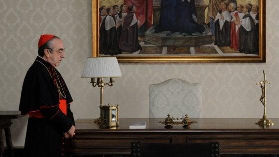 """Silvio Orlando: """"La paura, il caldo, Jude e Diane. Ecco il backstage del Giovane Papa"""""""