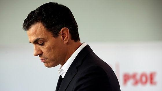 Spagna, comitato Psoe nel caos: tensione e liti su futuro di Sanchez