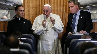 Il Papa: Accolgo omosessuali e trans, ma il gender a scuola è una cattiveria