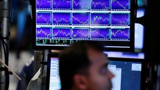 Borse caute, il dollaro si rafforza. Si allarga lo spread Italia-Spagna in vista del referendum