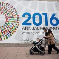 Nuova sforbiciata del Fmi alle stime di crescita