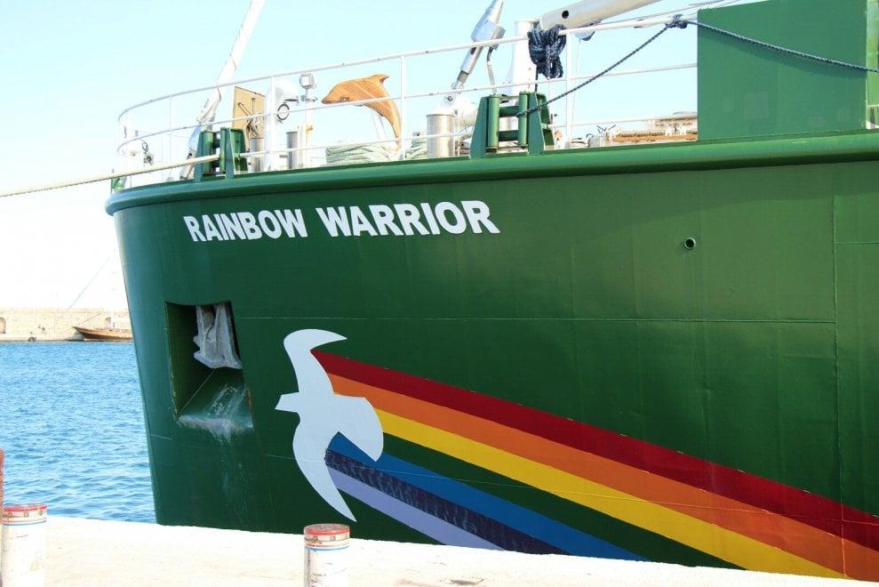 Rinnovabili, parte da bari tour della Rainbow Warrior