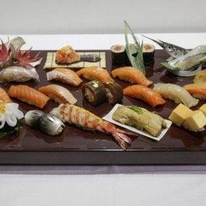 """Allarme per il """"mal di sushi"""", cosa sapere sulla sindrome sgombroide"""