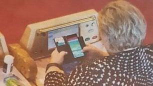 Norvegia,  la premier Erna Solberg gioca a Pokémon Go in Parlamento (e durante le visite ufficiali)