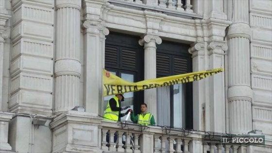 Trieste, il sindaco Dipiazza ordina la rimozione dello striscione per Giulio Regeni