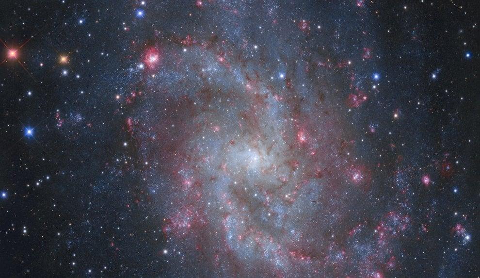 Galassia a spirale culla di nuove stelle, lo scatto italiano scelto dalla Nasa