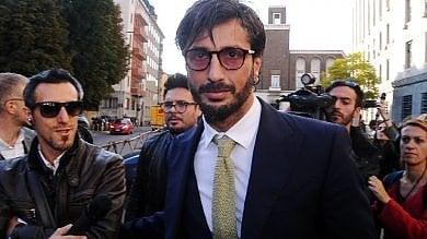 Nuovi guai per Corona, il tribunale di Milano gli sequestra 1,7 milioni: 'Soldi neri'