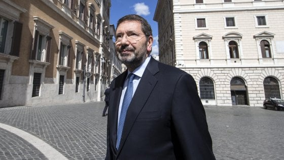"""Marino assolto: """"Io pugnalato, un solo mandante"""". E chiama in causa Renzi"""