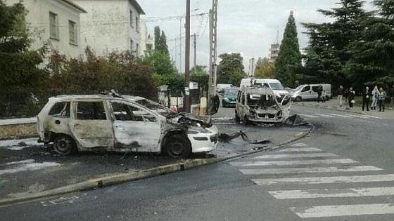 Francia, molotov contro poliziotti a sud di Parigi: 4 feriti, due sono gravissimi