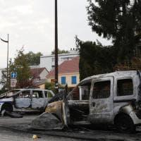 Francia, molotov contro polizia nel quartiere di Viry-Chatillon